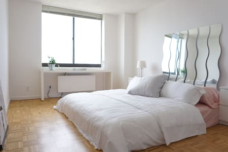 Brand new King Bed and Beautiful Manhattan Skyline - Jersey City - Apartment