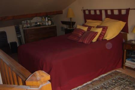 chambre en attique avec wc et lavabo séparé - Appartamento