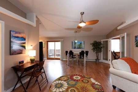 Gorgeous and Spacious Loft Condo in Downtown - Estes Park - Appartement en résidence