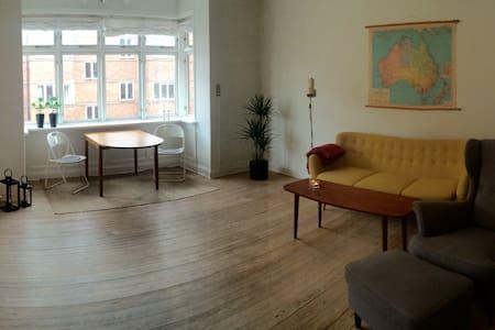 Lys og lækker 2 vær. med altan i hjertet af Aarhus - Appartement