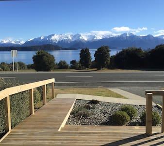 Manapouri lake house - Haus