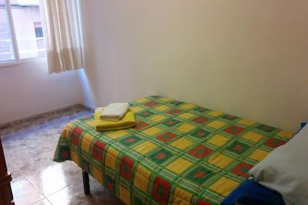 Habitación acogedora con desayuno - Molina de Segura