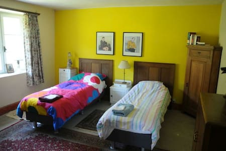 Comfortable room in old farmhouse - Bed & Breakfast