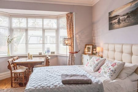Comfortable Room with Double Bed - Bournemouth - House