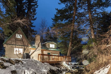 Cozy, Rustic Cottage on the Stream - Casa