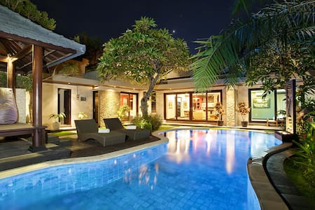 Luxury private villa, private 10mtr pool, garden - South Denpasar - Willa