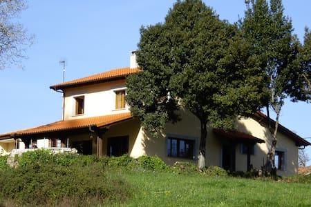 Casa rural en Villahormes Asturias - House