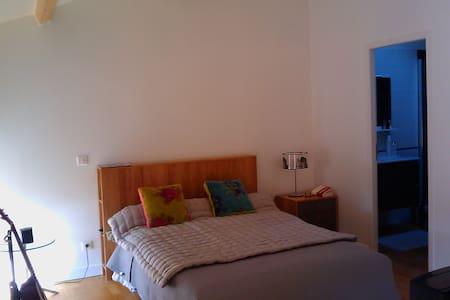 Suite parentale VOLUBILIS Angoulême - Douzat - Bed & Breakfast
