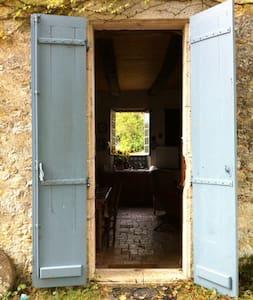 Belle maison en pierre  - Huis