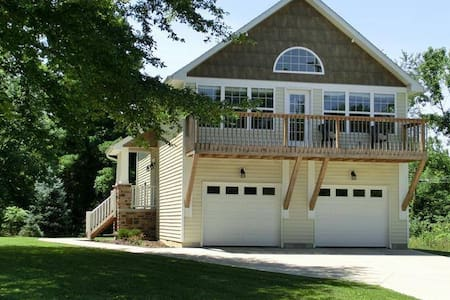 Lake Lorelei Retreat - Fayetteville - Casa