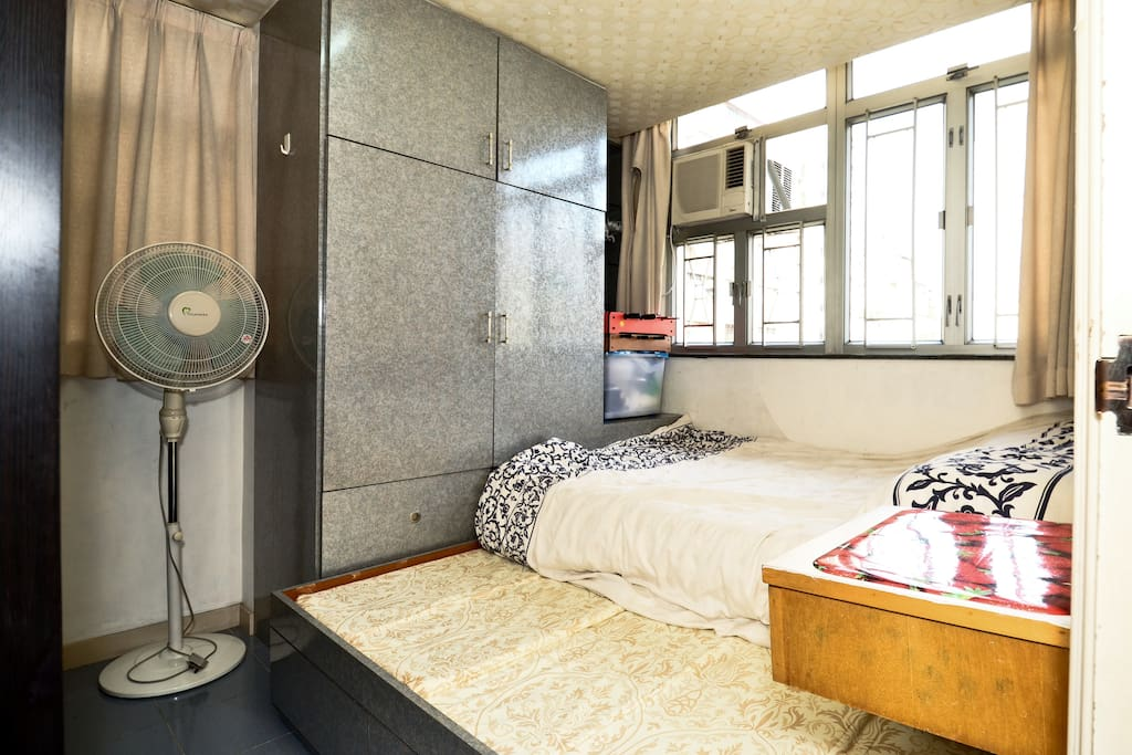 600' 2BR FLAT IN HEART OF KOWLOON!!