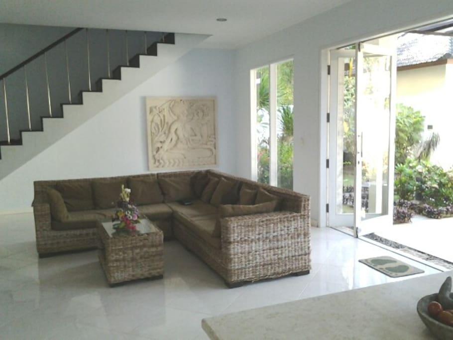 Living room, flat scherrn TV, stero, dvd player many movies, pay TV. Stairs to master  bedroom