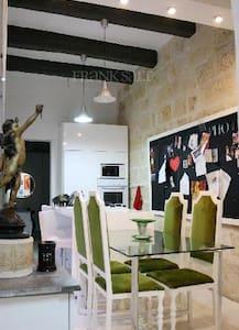 Casa Valletta - Townhouse + Padio