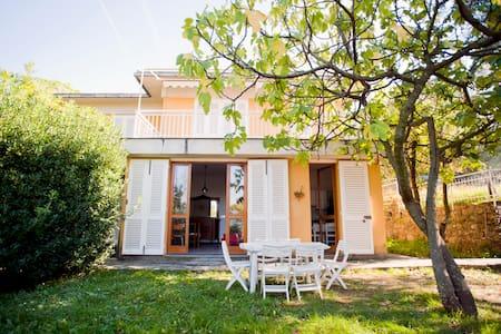 Three rooms w/ garden and sea view - Camogli - Villa
