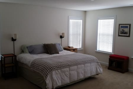 Master Suite on the River - Mount Holly - Casa