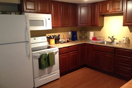 Room type: Entire home/apt Property type: Apartment Accommodates: 6 Bedrooms: 2 Bathrooms: 1
