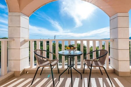 SEA VIEW APARTMENT - MALES 2