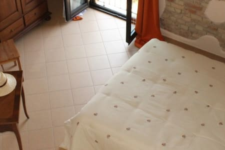 Camera Matrimoniale con bagno - Sant'Onofrio - Bed & Breakfast