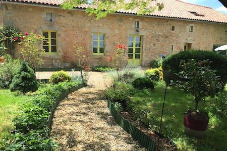 Gîte entre Charente et Périgord vert - Souffrignac