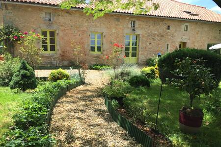 Gîte entre Charente et Périgord vert - Casa