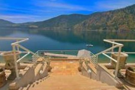 Luxury Waterfront Home on Lake Chelan 4 Bdrm Suite - Ház