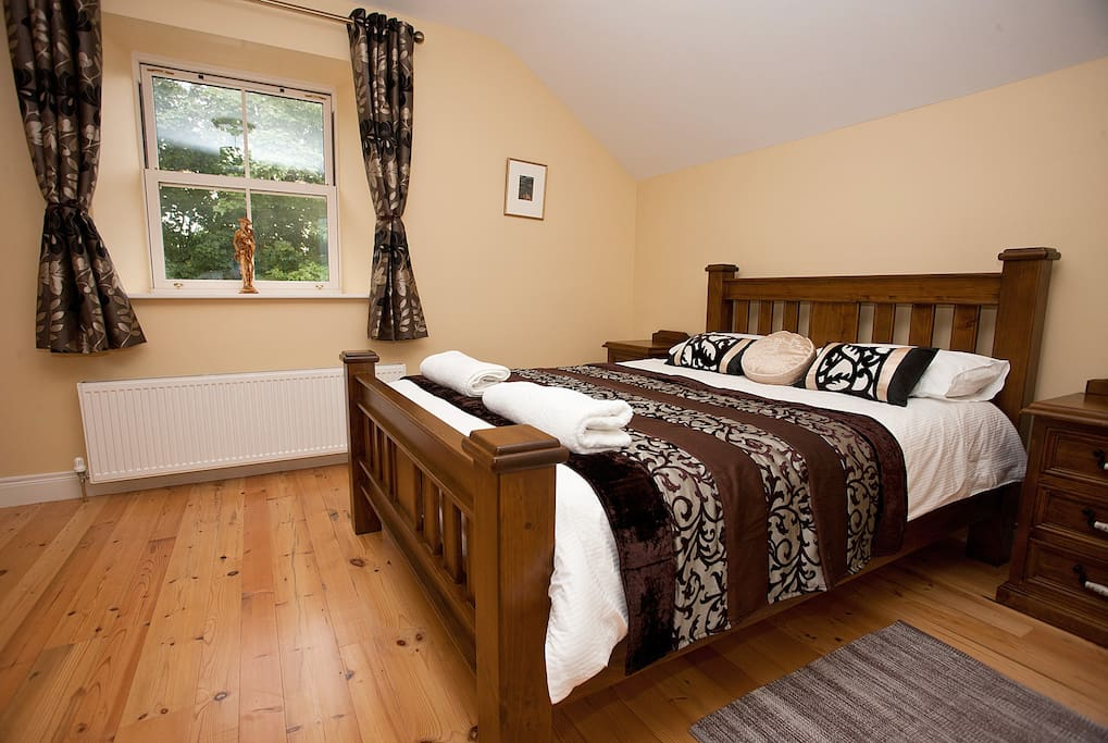 Upstairs King - large room can take 2 additional singles.