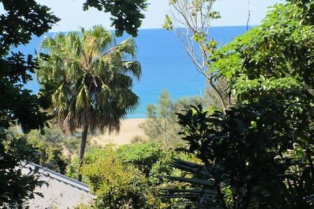 Keedy's Beach House -close to the beach - Stanwell Park