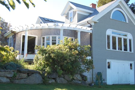 LovelyTwins OR a King nr Ferry* - Portland - House