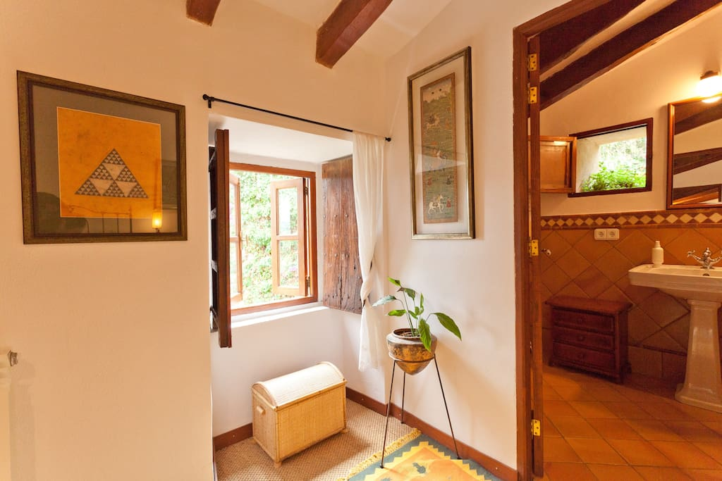 Small room upstairs - as offered by airbnb