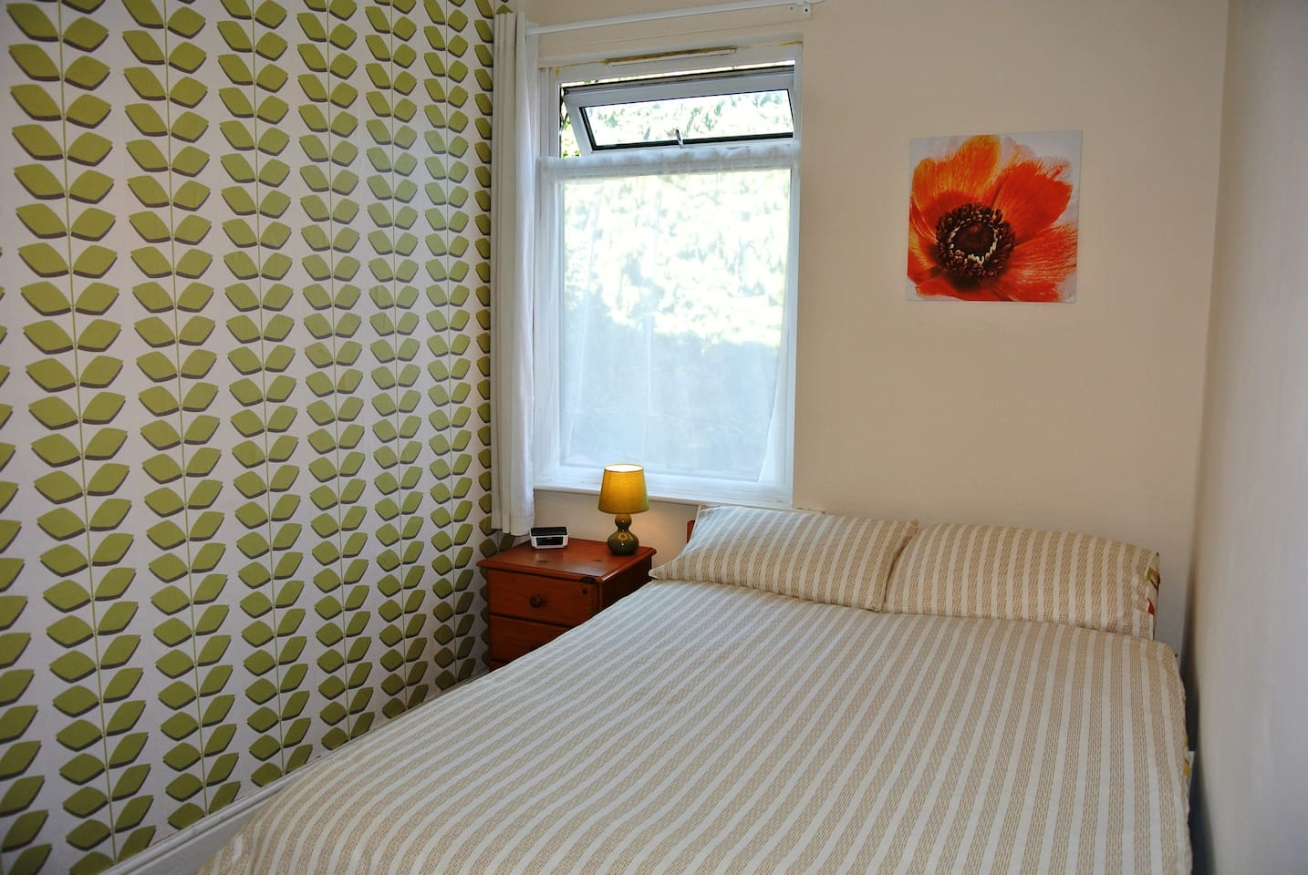 Double room in uphill Lincoln, close to cathedral and castle.