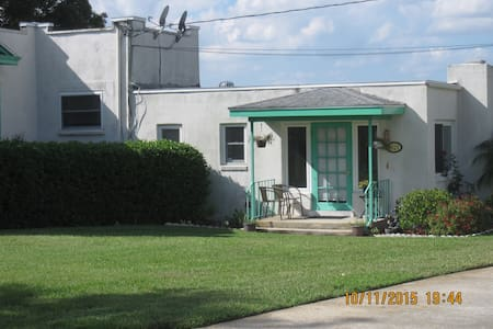 Azalea Apartment  D - Lake Wales