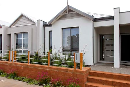 THE SWAN VALLEY ACCOMMODATION(FIFO) - House