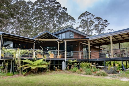Pemberlyn House in the tall trees - Pemberton - House