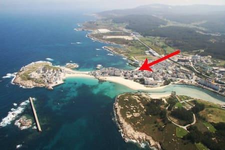 Playa Primerísima Línea en San Ciprián, Galicia - Apartmen