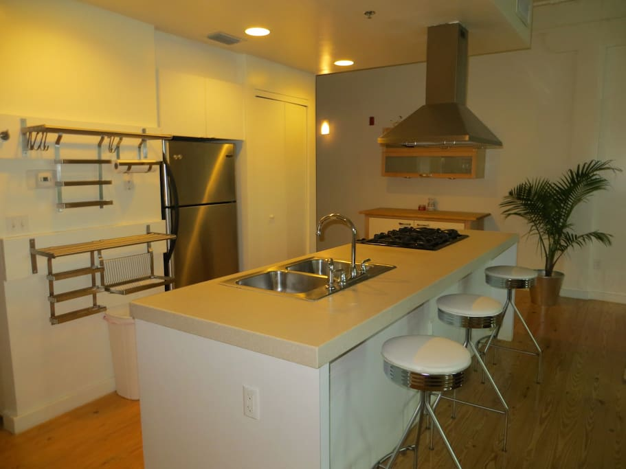 Modern Eat in Kitchen Island with Bar Stools