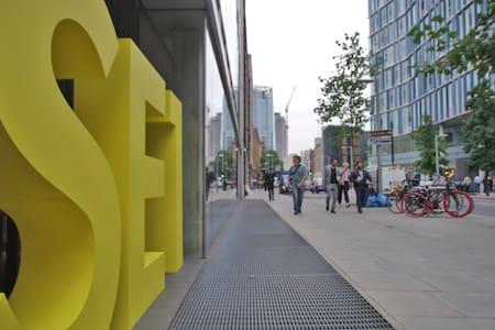 Zone 1 Stunning Flat @ Tate Modern!