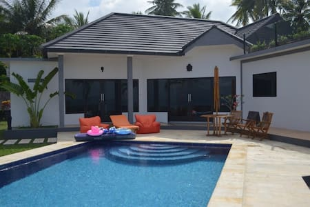 Luxury 2 bedroom beach front villa - Melaya