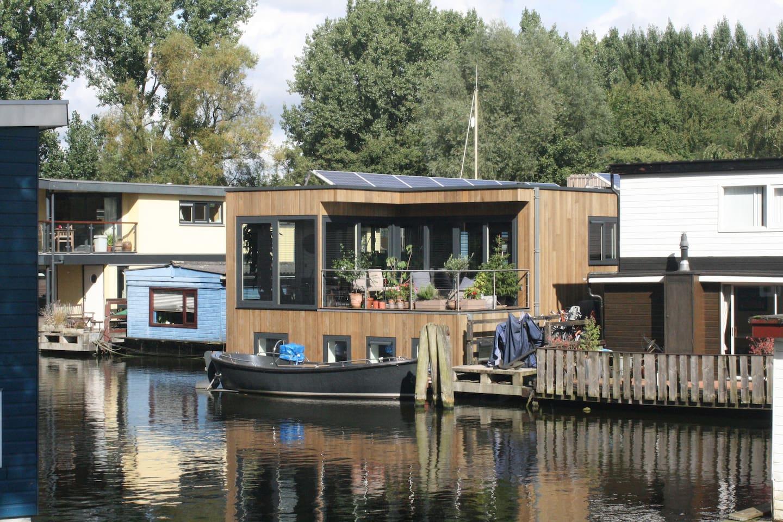 Houseboat Nova frontside