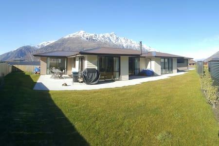 Newly Built Warm House : Suburb, Own Lounge/Bathrm - House