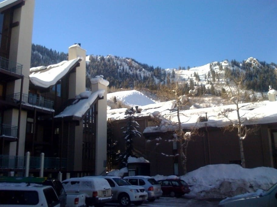 Downtown Aspen: Ski in & Out