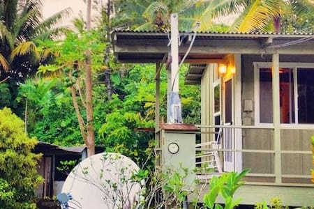Wonderful one bedroom, one bath unit in beautiful Hamoa village. Within walking distance of world renowned Hamoa Beach and pristine Koki Beach, this quaint cottage includes A/C, cable TV, WiFi, shower, and fully equipped kitchen.