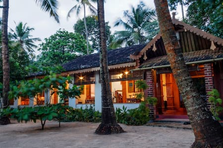 Sea Hut Homestay with Aircon.. - House