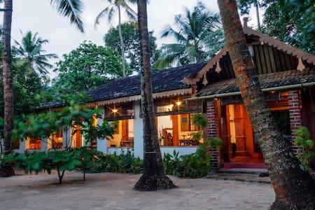 Sea Hut Homestay with Aircon.. - Rumah