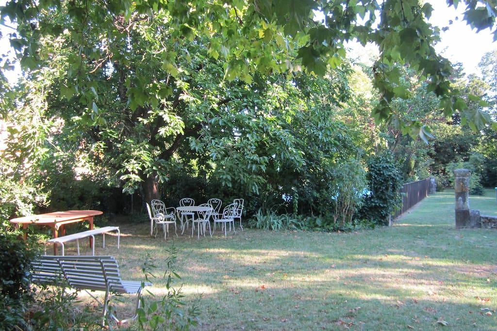 Jardin vue de la maison.