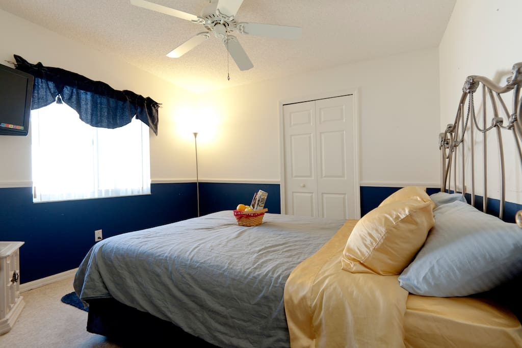 Guest bedroom with Queen bed, TV, Cable, closet and WIFI