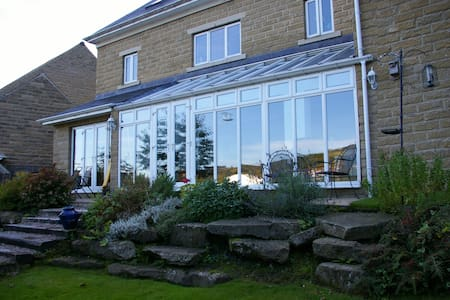 Large Detached House in Todmorden - Casa