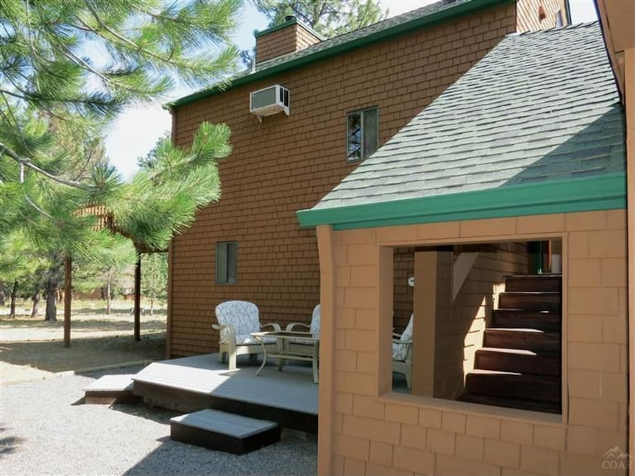 Charming 2bed Cabin on 1/2 acre