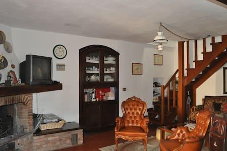 Accogliente casa a Gaggio Montano - House