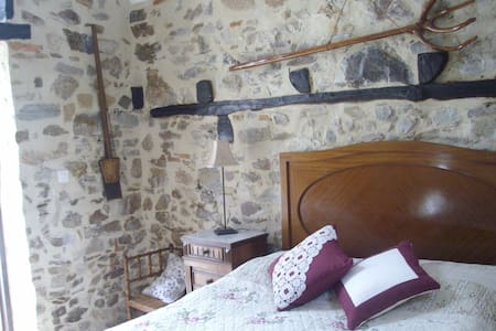 Charming converted bread oven - Saint-Mesmin - Bed & Breakfast