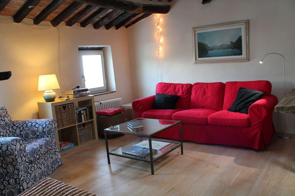 The cozy livingroom.